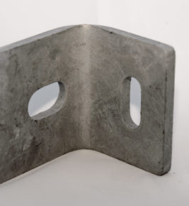 Vinkelfäste Trä-betongbrygga