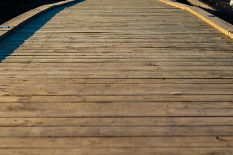 Renovering av trä-landgångar